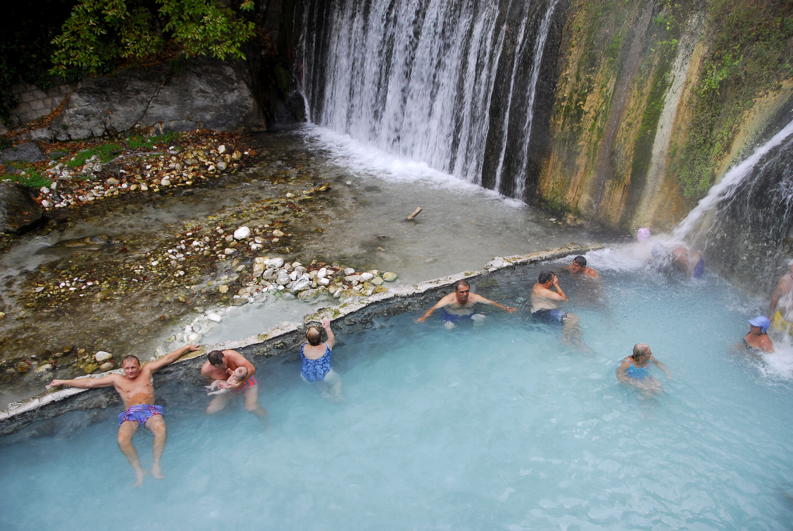 Hot_bath_waterfalls_Pozar